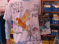 """Creating a t-shirt that reflects the book.  Clever way to do a """"book report""""!  What do you say, 3rd grade teachers?"""