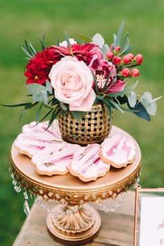 Uber delicious cookies, an elegant cake stand and a super romantic small bouquet for the dessert table. Elegant Dessert Table, Elegant Desserts, Elegant Cakes, Rehearsal Dinner Inspiration, Wedding Inspiration, Wedding Ideas, Flower Text, Small Bouquet, Greece Wedding