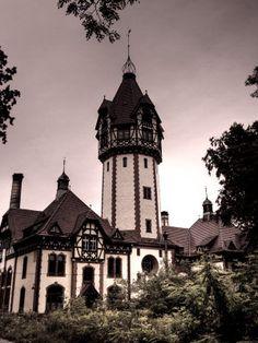 Urban Exploration: The Sanatorium Beelitz-Heilstätten @forbidden-places.net