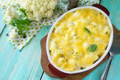This recipe for mashed cauliflower gratin makes a delicious low-carb and calorie substitute for potatoes. Cheesy Cauliflower Recipes, Cauliflower Gratin, Cauliflower Dishes, Cauliflower Casserole, Cauliflower Cheese, Casserole Recipes, Soup Recipes, Vegetarian Recipes, Veggie Side Dishes