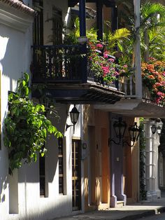 I would love a balcony like these in Old Town Cartagena Ecuador, Beautiful World, Beautiful Places, Great Places, Places To Visit, Amazing Places, Surf, South America, Latin America