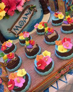 fiesta moana - Clara Wish Moana Birthday Party Theme, Moana Themed Party, Luau Theme Party, Aloha Party, Moana Party, Mohana Cake, Cupcake Cakes, Hawaiian Birthday, Hawaiian Luau