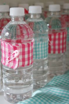 Wrap scraps of gingham fabric around water bottles and attach with pink and blue safety pins.  Brilliant, inexpensive, and easy to do idea!  And Everything Sweet: Feather her nest!!!