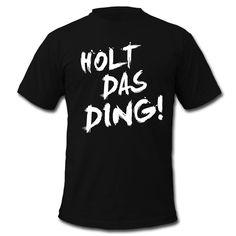 Für all die Fußballfreunde unter euch! – HOLT DAS DING! • Klassisch geschnittenes T-Shirt für Männer