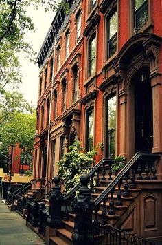 Cobble Hill Brownstone - Brooklyn - New York City - By Vivienne Gucwa I had severe brownstone envy when I was younger. Growing up in Queens. Brooklyn Brownstone, Brownstone Homes, Brooklyn New York, Townhouse, Hello Brooklyn, Brooklyn Bridge, Little Italy, House Minimalist, The Places Youll Go