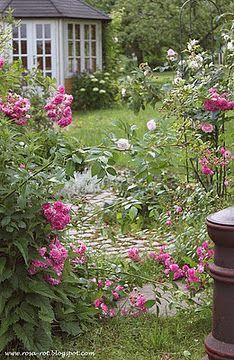 .soooooooooooooo gorgeous!!!!!!!!!!!!  look closely, there is also a beautiful old white stone garden path in this incredible setting!!!!!