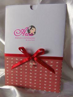 Convite de casamento- detalhes de corações Pedido minimo: 50 unidades Pode colocar as iniciais no envelope R$ 2,80