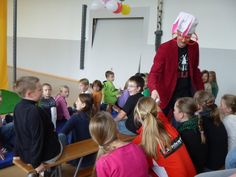 Audience have fun with some close up magic. #Kids #magician #Kinder #Zauberer: http://www.selimtolga.ch