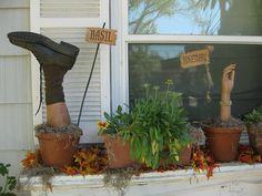 19 Days 'til Halloween: Meet the Herbs. Rosemary and Basil Holidays Halloween, Spooky Halloween, Halloween Crafts, Happy Halloween, Halloween Party, Halloween Stuff, Halloween 2013, Halloween Tricks, Halloween Costumes