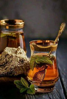 Tea with mint Photo Fruit, Cocoa Tea, Tea Art, Tea Recipes, Kraut, High Tea, Drinking Tea, Afternoon Tea, Food Art
