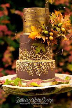Una tarta sencilla con motivos otoñales