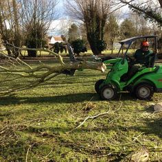 Why would u ever want to drag brash ever again when u have one of these baby's :) #treecare #treework #arborist #arbtrolley #avant #greenmachine #avantloader  #loader #articulatedloader #bigtoys #boysandtheretoys