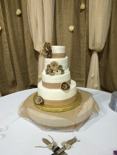 Burlap themed wedding cake