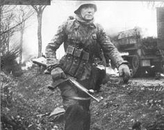 German soldier from the Kampfgruppe Hansen with his STG44 assault rifle.