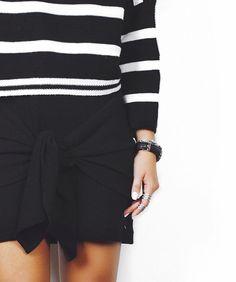 Black and White, preto e branco , fashion, moda, listras, stripes, skirt, saia, tied, amarrada, amarração, trendy  tendendcia , accessories, acessorios