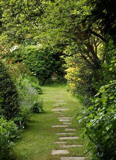 25 most beautiful DIY garden path ideas - garden paths Unique Garden, Diy Garden, Garden Cottage, Natural Garden, Dream Garden, Garden Paths, Brick Garden, Gravel Garden, Pea Gravel