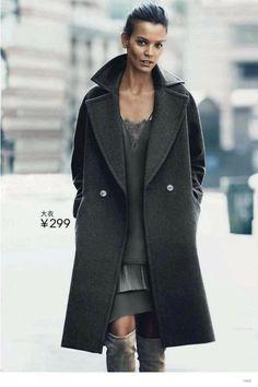 Swedish fashion label H&M enlists top models Natasha Poly, Liya Kebede and Liu Wen for its Fall/Winter 2014 Campaign. Liya Kebede, Liu Wen, Natasha Poly, Fall Winter 2014, Autumn Winter Fashion, Fall Fashion, H&m 2014, Inspiration Mode, Poncho