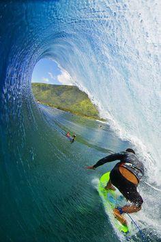 Tikanui Smith at Teahupoo! #surfing #teahupoo