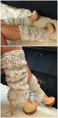 Who says u can't wear pumps in the winter? Throw some leg warmers over them… Chi dice che non puoi indossare le pompe in inverno ? Getta degli scaldamuscoli su di loro e BAM! Guêtres Au Crochet, Mode Crochet, Crochet Boots, Crochet Clothes, Ugg Boots, Shoe Boots, Crochet Leg Warmers, Casual Outfits, Cute Outfits