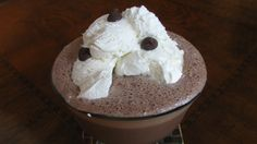 A healthier version of the loaded-calorie frozen hot cocoa! Healthy Dessert Recipes, Healthy Treats, Yummy Treats, Sweet Treats, Yummy Food, Healthy Food, Frozen Hot Chocolate, Hot Chocolate Recipes, Chocolate Syrup