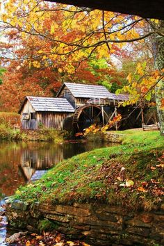 Mabry Mill - Meadows Of Dan, Virginia I remember as a kid going here with my great grandmother! Country Barns, Old Barns, Beautiful World, Beautiful Places, Beautiful Pictures, Old Grist Mill, Water Powers, Autumn Scenes, Water Mill