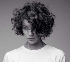 Incredibly pretty short hairstyles for curly hair 13