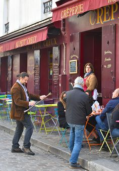 The portrait artist scene at Place de Tertre, Montmarte, Paris. #noworriesparis #montmartre #paris #SacreCoeur #café