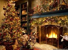 A traditional christmas decor setting with a matching luxury Christmas tree.