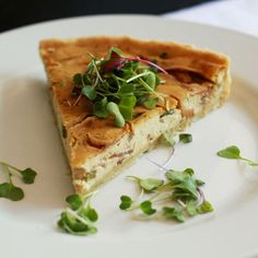 Quiche (vegan) | #nutpods #brunch #breakfast #mothersday #nutpodsrecipe #quiche #homemade #dairyfree #vegan #vegetarian #recipes