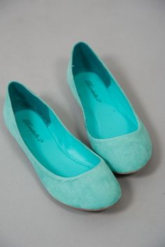 Teach in comfort, but with a splash of color. You Complete Me Flat-Turquoise Cute Flats, Cute Shoes, Me Too Shoes, Fashion Addict, Girl Fashion, Womens Fashion, Turquoise Wedding Shoes, Shades Of Turquoise, All About Shoes