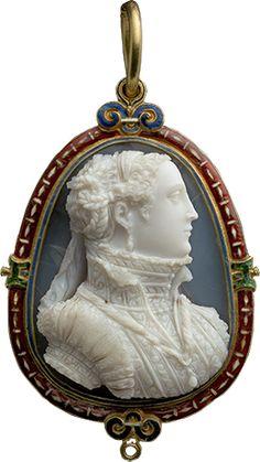 Gold, laminated agate, enamel Mary Stuart cameo pendant, Made in France, ca. 1566.