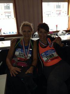 Mijn loopmaatje en ik na onze eerste marathon oktober 2013 A'dam