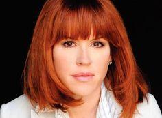 Molly Ringwald/I love her hair Molly Ringwald, Red Hair Makeup, Pretty Redhead, Cut Her Hair, Hair Cuts, Hollywood Glamour, Hair Today, Cute Hairstyles, Pretty Woman