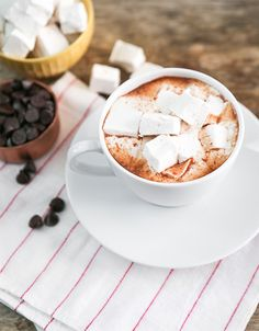 TheChic_hot-chocolate-with-marshmallow