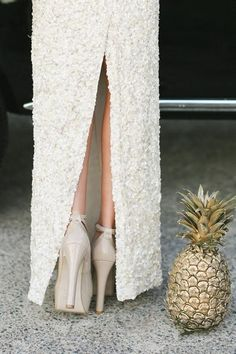 Gold Pineapples | 25 Lazy Couple Wedding DIY Ideas