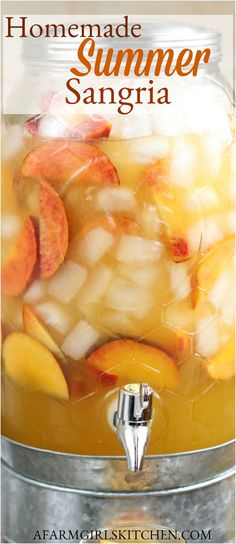 Summer Sangria, Summer Drinks, Summer Bbq, Summer Food, Peach Sangria Recipes, Cocktail Recipes, Cocktails, Martinis, White Wine Sangria