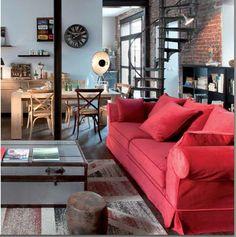 Rouge éclatant pour ce canapé - 15 nouvelles déco pour un salon - salle à manger - CôtéMaison.fr