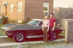 Sweet people posing with nice rides. 1967 Corvette Stingray, Corvette C2, Chevrolet Corvette, Vintage Iron, Vintage Cars, Vintage Photos, Antique Cars, Mustang Boss 302, Ford Mustang
