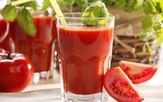 Learn how to make tomato vegetable juice in just 15 minutes at home and keep yourself healthy. To know more about tomato juice benefits visit us. Healthy Smoothies, Healthy Drinks, Healthy Recipes, Healthy Foods, Plat Vegan, Healthy Life, Healthy Eating, Raw Juice, Tomato Vegetable