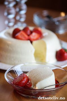 Pudding Desserts, Dessert Recipes, Norwegian Food, Dere, Pastry Cake, Yummy Cakes, Panna Cotta, Nom Nom, Berries