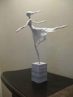 Realization of paper dancers with tutorials…. Nice idea that . Paper Mache Clay, Paper Mache Sculpture, Paper Mache Crafts, Sculpture Projects, Wire Crafts, Clay Art, Sculpture Art, Papel Tissue, Sculptures Sur Fil