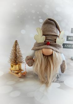 Diy Crafts For Gifts, Holiday Crafts, Arts And Crafts, Yard Gnomes, Scandinavian Christmas Decorations, Gnome Hat, Reindeer Antlers, Craft Free, Christmas Gnome