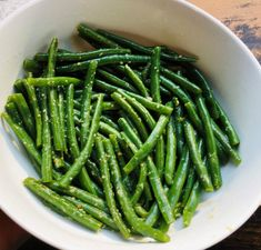 How to Steam Green Beans (and Other Veggies Too) - Simply Side Dishes Can Green Beans, Steamed Green Beans, Garlic Green Beans, Dinner Side Dishes, Dinner Sides, Steam Veggies, Edible Food, Easter Dinner, Natural Flavors