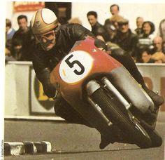 Mike the Bike Old School Motorcycles, Racing Motorcycles, Motorcycle Racers, Mv Agusta, Valentino Rossi, Besties, Motorcycle Design, Road Racing, Vintage Racing