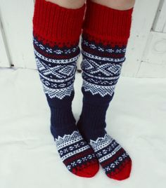 Knitting Socks, Porch Decorating, Old And New, Leg Warmers, Bunt, Knit Crochet, Diy And Crafts, Fashion Accessories, Slippers
