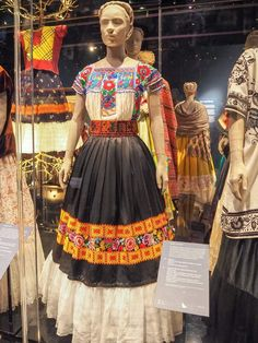 frida kalho for my david Inside the Frida Kahlo exhibition at the V&A Household Appliances That Can Mexican Outfit, Mexican Dresses, Mexican Style, Hijab Mode Inspiration, Style Inspiration, Mexican Traditional Clothing, Frida E Diego, Frida Kahlo Exhibit, Frida Kahlo Portraits