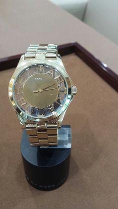 Reloj dorado Mark Jacob