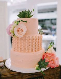 Featured Photographer: Bayly & Moore; Gorgeous peach textured wedding cake topped with blush flowers
