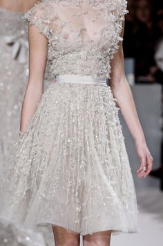 LOVE LOVE LOVE! Reminds me of Kate Middleton's dress she wore to a BAFTA event
