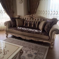 Small Living Rooms, Living Room Sofa, Home Living Room, Living Room Decor, Royal Furniture, Luxury Furniture, Furniture Decor, Dressing Room Decor, Sofa Bed Design